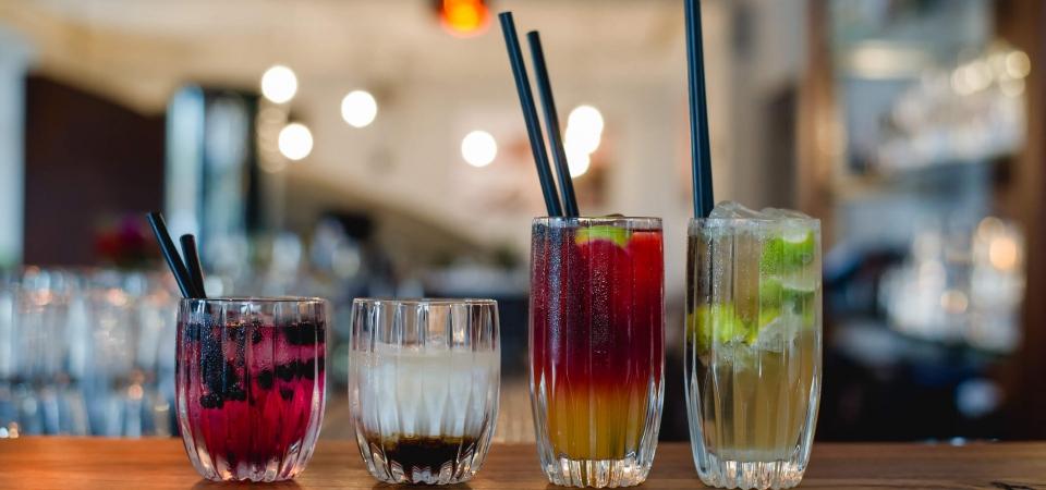 Cocktails in der Schwarzen Kiste Burger & Bar in Augsburg –ein Genuss für die Sinne.