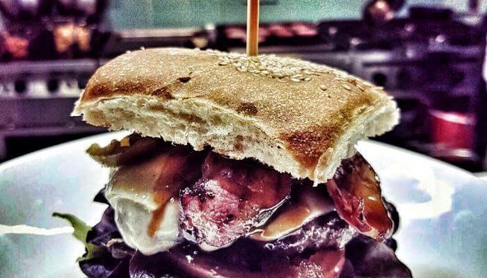 Unsere Creation für die Wochenkarte – der Hot-BBQ Burger