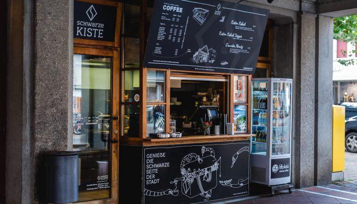 Spezialitätenkaffee aus dem italienischen Siebträger. Ein Genuss mitten in der Stadt Augsburg an der Schwarzen Kiste Moritzplatz