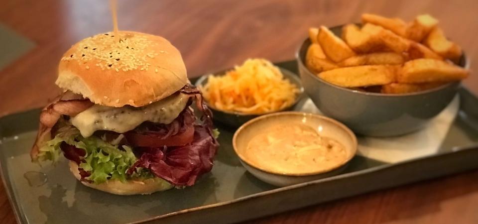Die Schwarze Kiste ist nicht nur ein Burgerlokal. Wir stehen auch auf Design. Deswegen haben wir uns entschieden, noch mehr auf Details zu achten. Serax Geschirr ist nur der Anfang.