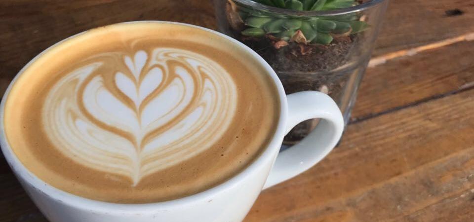 schwarze-kiste-haunstetter-straße-latte-art1
